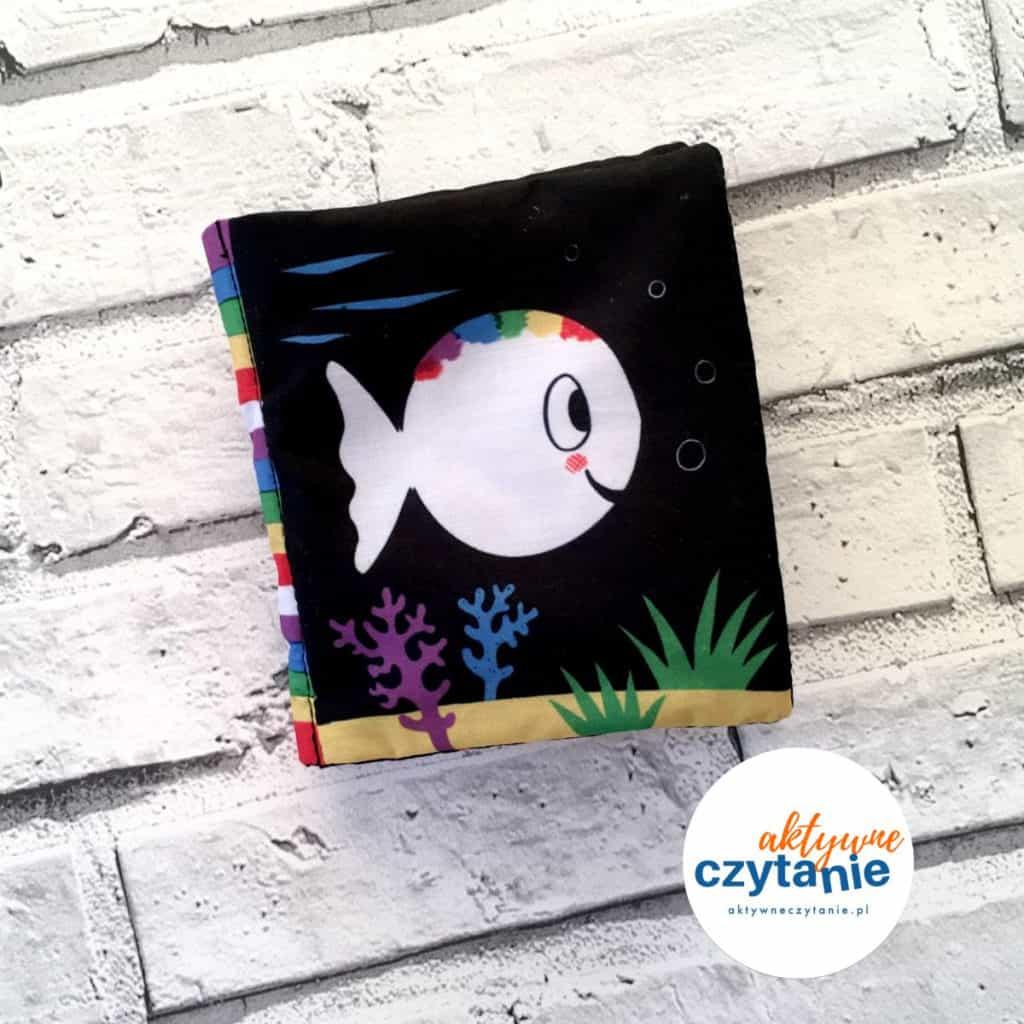 Mała biała rybka szeleszcząca książeczka