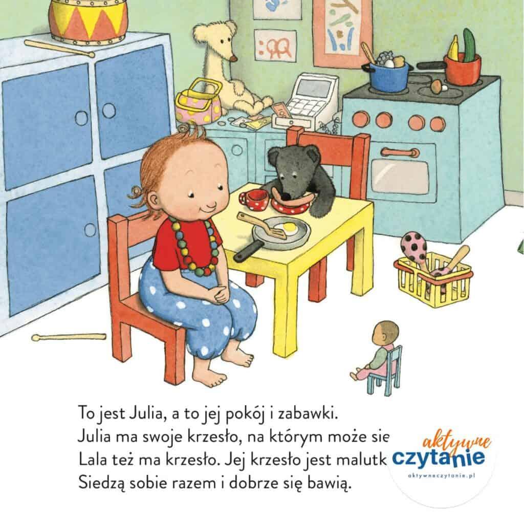 Julia siada  pokój dziecka dziewczynka
